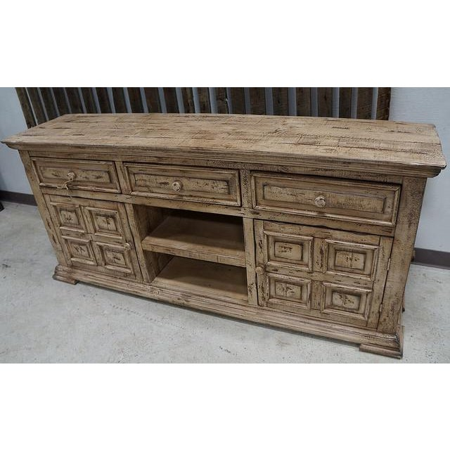 IFD Antique White Distressed Media Chest - Image 3 of 3
