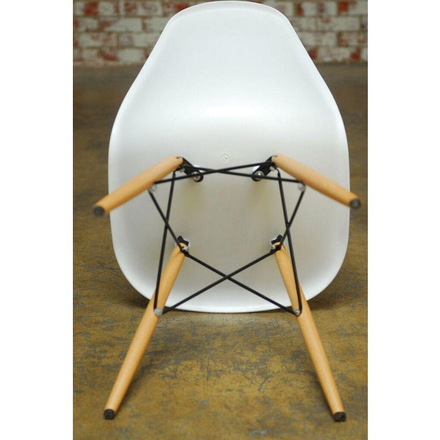 Set of Four Herman Miller Dsw Style Dining Chairs - Image 9 of 11