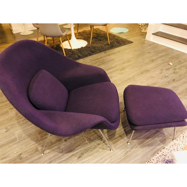 2000 - 2009 Mid-Century Modern Authentic Eero Saarinen for Knoll Purple Womb Chair and Ottoman For Sale - Image 5 of 6