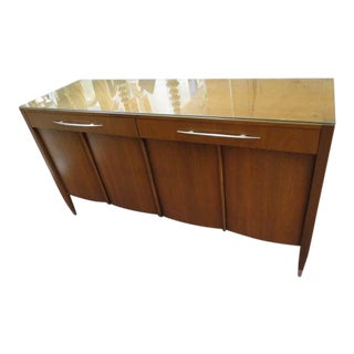 1960s Vintage Mid Century Modern Walnut Sligh Credenza/Buffet/Dresser For Sale