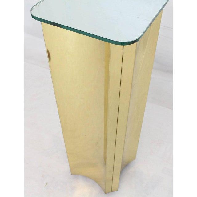 Mid-Century Modern bent brass glass mirror top pedestal stand.