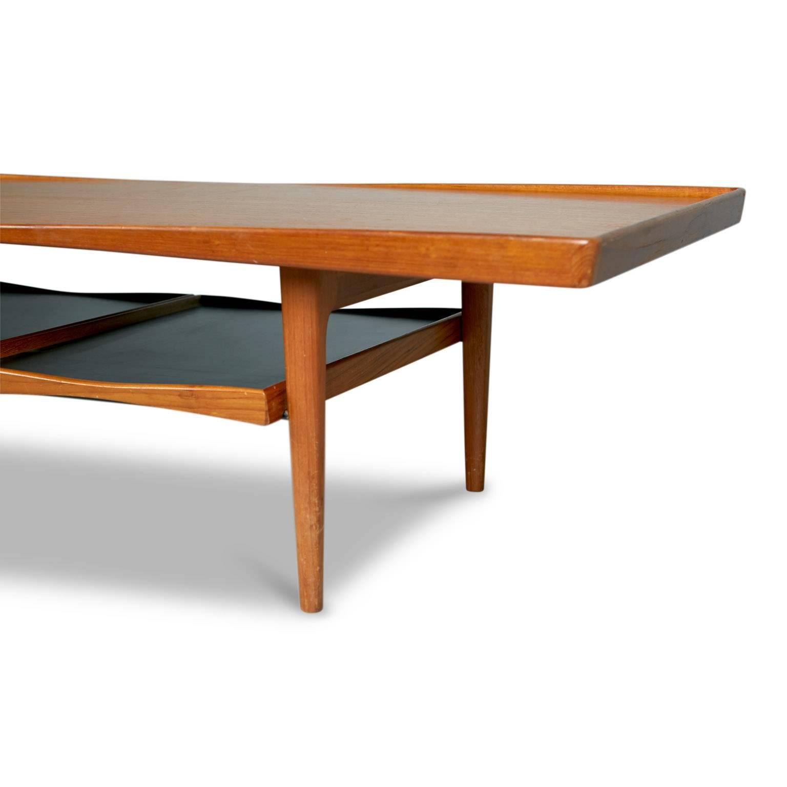 Danish Modern Coffee Table With Removable Trays By Poul Jensen For Selig  For Sale   Image