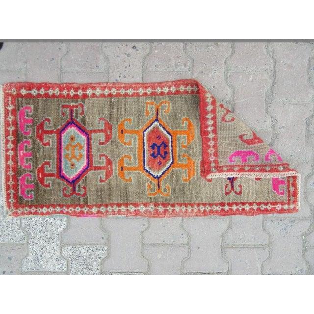 Islamic 1960s Turkish Herki Wool Rug For Sale - Image 3 of 4