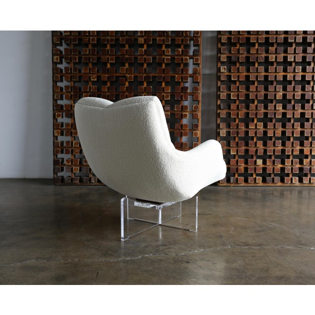 Late 20th Century Vladimir Kagan Lucite and Bouclé Swivel Lounge Chair Circa 1970 For Sale - Image 5 of 13