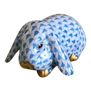 Herend Blue Fishnet Motief Rabbit Figurine