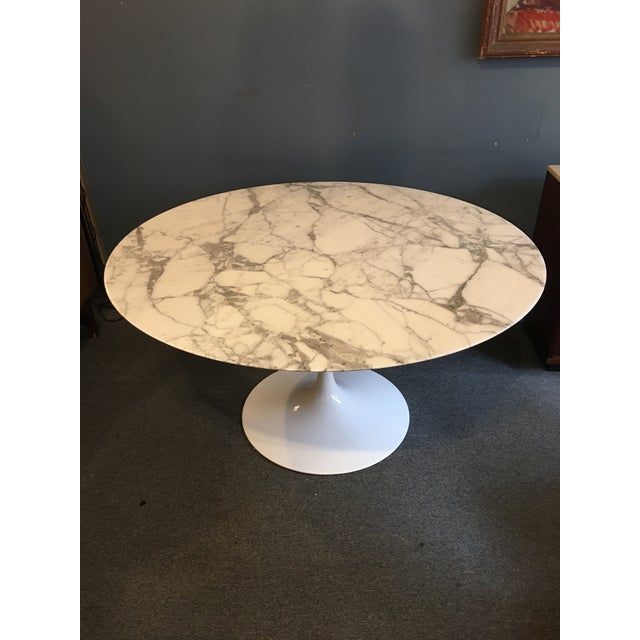 """Antique White Mid-Century Modern Eero Saarinen for Knoll 54"""" Marble Dining Table For Sale - Image 8 of 10"""
