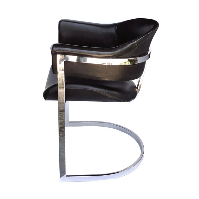 Vittorio Introini A Stylish and Comfortable Pair of Italian Chrome and Black Leather Chairs Designed by Vittorio Introini for Mario Sabot 1970's For Sale - Image 4 of 5