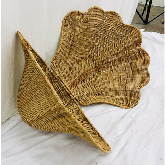 Mid 20th Century Vintage Woven Wicker Clam Shell Basket For Sale - Image 5 of 13