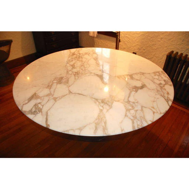 Stunning vintage Warren Platner dining table and chair set. Arabesque marble with beautiful markings sits on a nickel-...
