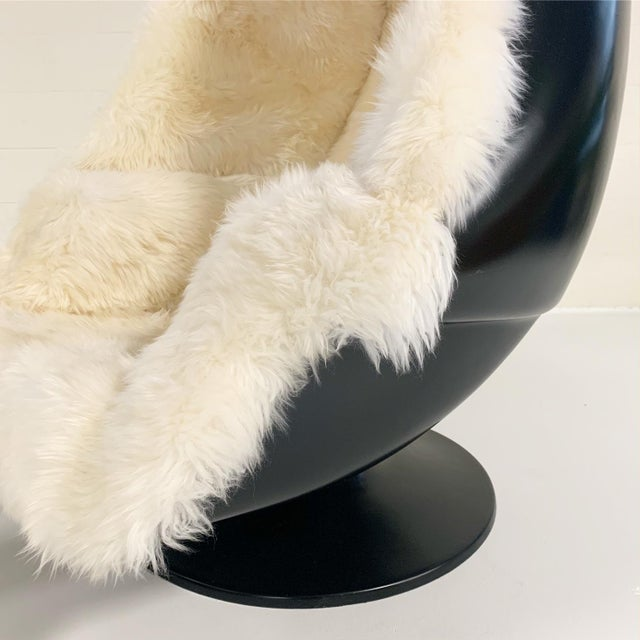 Mid-Century Modern 1970s Lee West Alpha Egg Chair and Ottoman Restored in New Zealand Sheepskin For Sale - Image 3 of 10