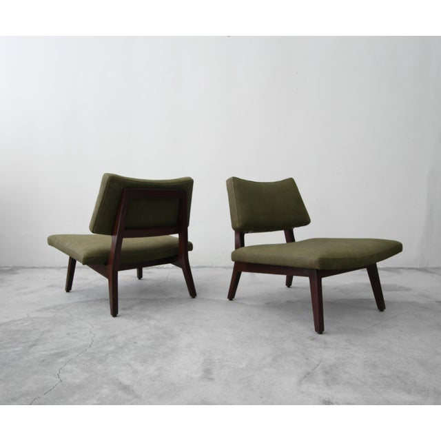 Jens Risom Pair of Mid Century Walnut & Leather Slipper Lounge Chairs by Jens Risom For Sale - Image 4 of 9