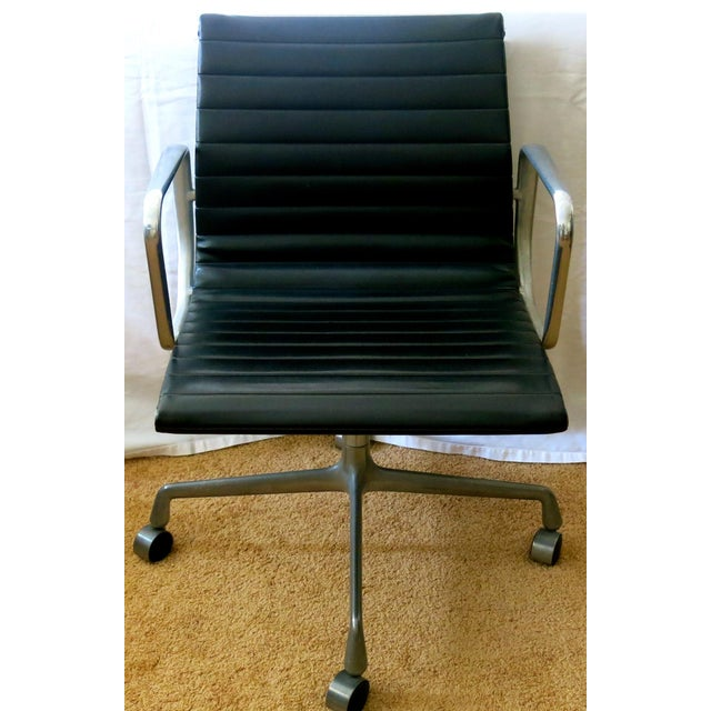 Eames-Herman Miller Aluminum Leather Group Management Chair For Sale - Image 13 of 13