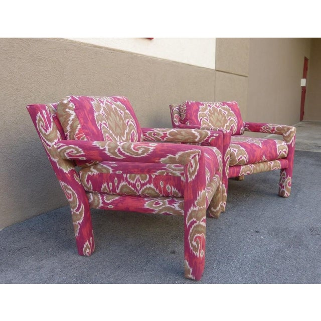 Mid-Century Modern Pair of 1970's Parsons Chairs Covered in Ikat Fabric For Sale - Image 3 of 7