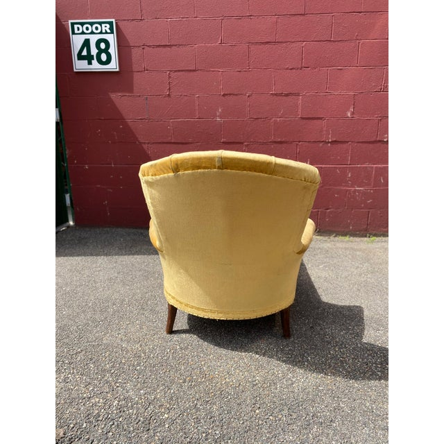 French Napoleon III Chaise Longue in Gold Velvet For Sale - Image 9 of 13