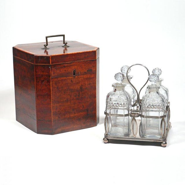 Georgian George III Mahogany Decanter Case complete with Bottle Carrier - Set of 6 For Sale - Image 3 of 4