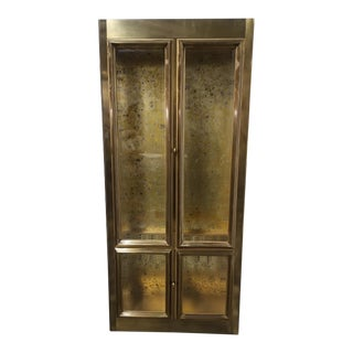 Hollywood Regency Mastercraft Brass and Glass Lighted Vitrine Display Cabinet For Sale