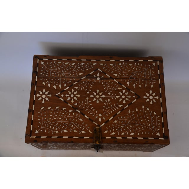 1970s Anglo-Indian Bone Inlay Jewelry Box For Sale - Image 5 of 7