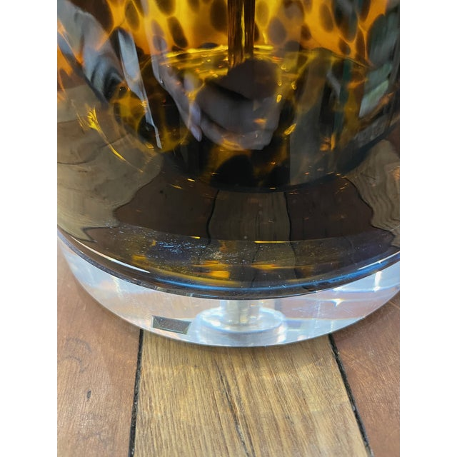 1970s Mid-Century Modern Lucite and Faux Tortoiseshell Italian-Made Glass Table Lamps For Sale - Image 5 of 9