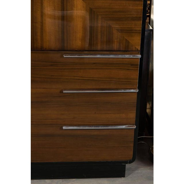 Art Deco Bar Cabinet in Walnut and Black Lacquer For Sale In New York - Image 6 of 10