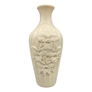 20th Century Cream & 24k Gold Lenox Bud Vase For Sale