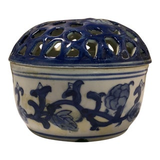 Chinoiserie Chinese Blue & White Flower Frog