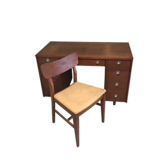 Sligh Lowry Mid Century Modern Desk and Chair For Sale