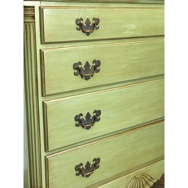 1960s Vintage Queen Anne Coastal Farmhouse Chest of Drawers For Sale - Image 9 of 13