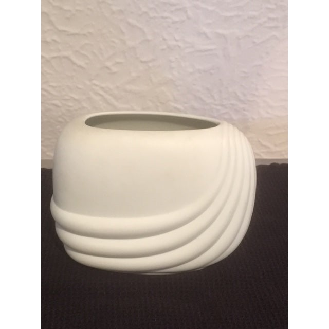 White 1979 Mid-Century Modern Rosenthal Studio Linie Ceramic Vase by Uta Feyl For Sale - Image 8 of 8