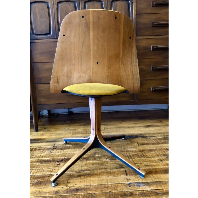 1950s Mid Century George Mulhauser Swivel Chair for Plycraft For Sale - Image 5 of 7