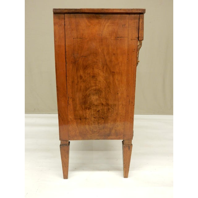 Early 19th Century Small Italian Walnut Commde For Sale - Image 4 of 11