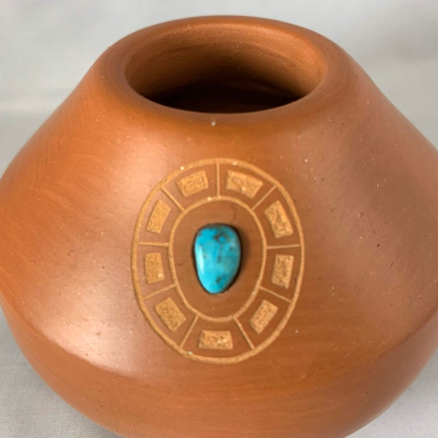 Southwest Clayware Jar With Turquoise Inlay by Marie Gonzales Pena For Sale - Image 4 of 7