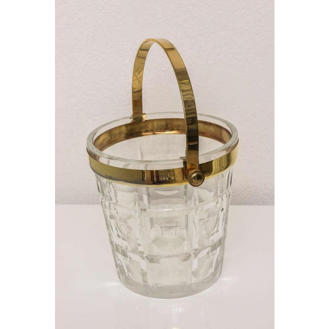 1940s Hollywood-Regency Style Ice Bucket in Crystal with Brass Trim: American, 1940s For Sale - Image 5 of 10