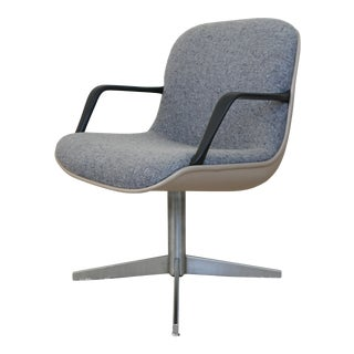 Steelcase Mid-Century Modern Swivel Chair For Sale
