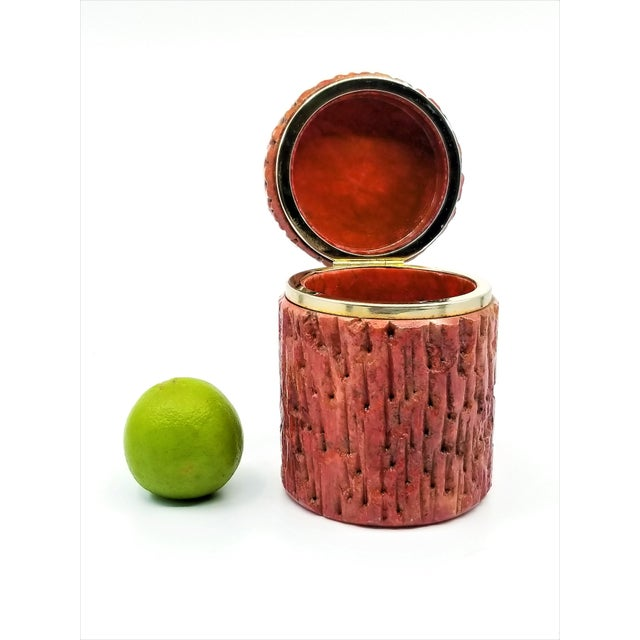 Vintage 1950s Red Alabaster Jewelry Box With a Fois Bois Tree-Like Carved Texture For Sale In Miami - Image 6 of 13