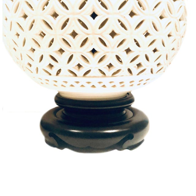 Hollywood Regency 1950s Hollywood Regency White Round Lamps - a Pair For Sale - Image 3 of 6