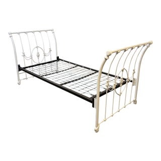 Elliot's Design White Iron Bed, Twin + Trundle For Sale