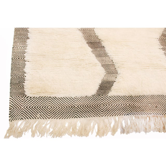 Moroccan Moroccan White and Black Wool Rug With Pile - 8′7″ × 12′6″ For Sale - Image 3 of 6