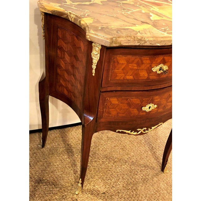 French Marble Top Two Drawers Bronze-Mounted Tables or Nightstands - a Pair For Sale In New York - Image 6 of 10