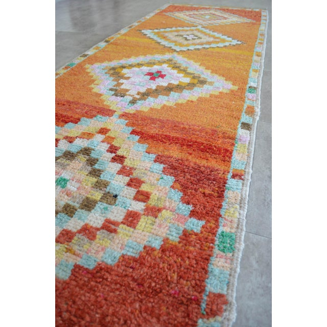 Hand-Knotted Turkish Runner Rug. Low Pile Herki Short Runner 3′3″ × 10′ For Sale In Raleigh - Image 6 of 11