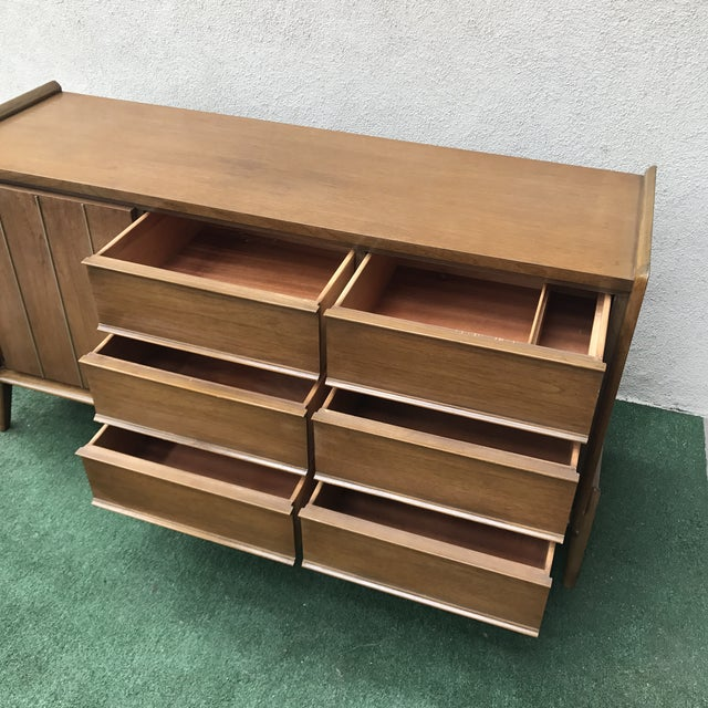 United Furniture Corporation Mid-Century United Furniture 9~Drawer Dresser For Sale - Image 4 of 8