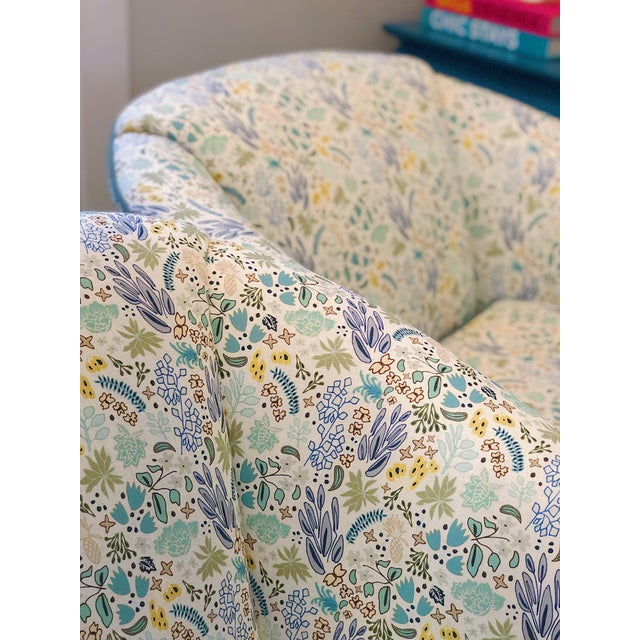 This listing is for a fabric sample only. Inspired by tight, floral prints from the 80's — Cambridge is our own fresh and...