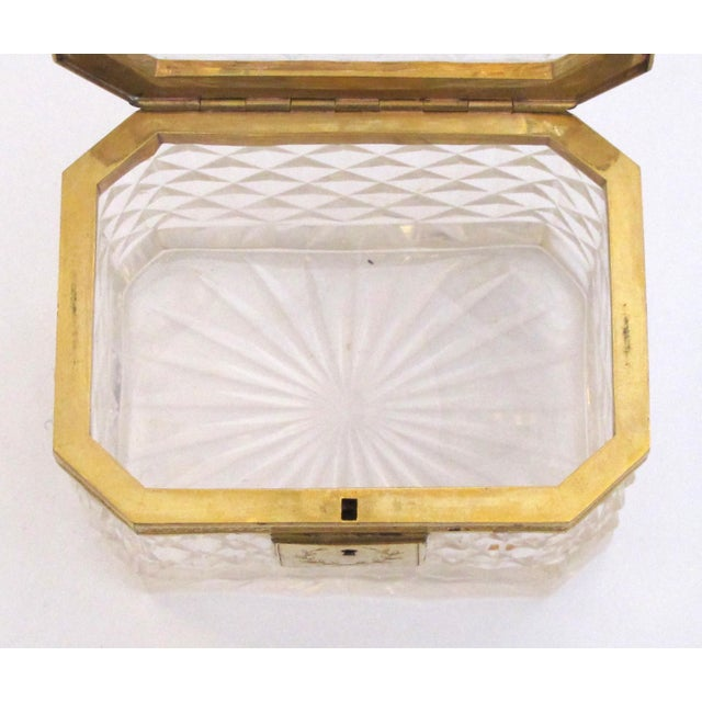 An Exquisite Antique Baccarat Diamond-Cut Crystal Vanity Box With Dore Bronze Mounts For Sale In San Francisco - Image 6 of 9