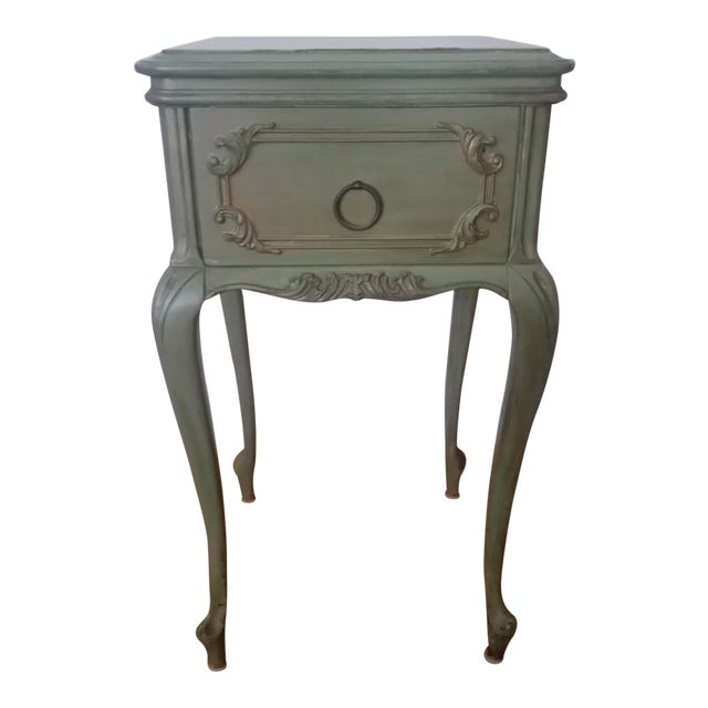 Antique Widdicomb Furniture Co. French Provincial Side Table For Sale