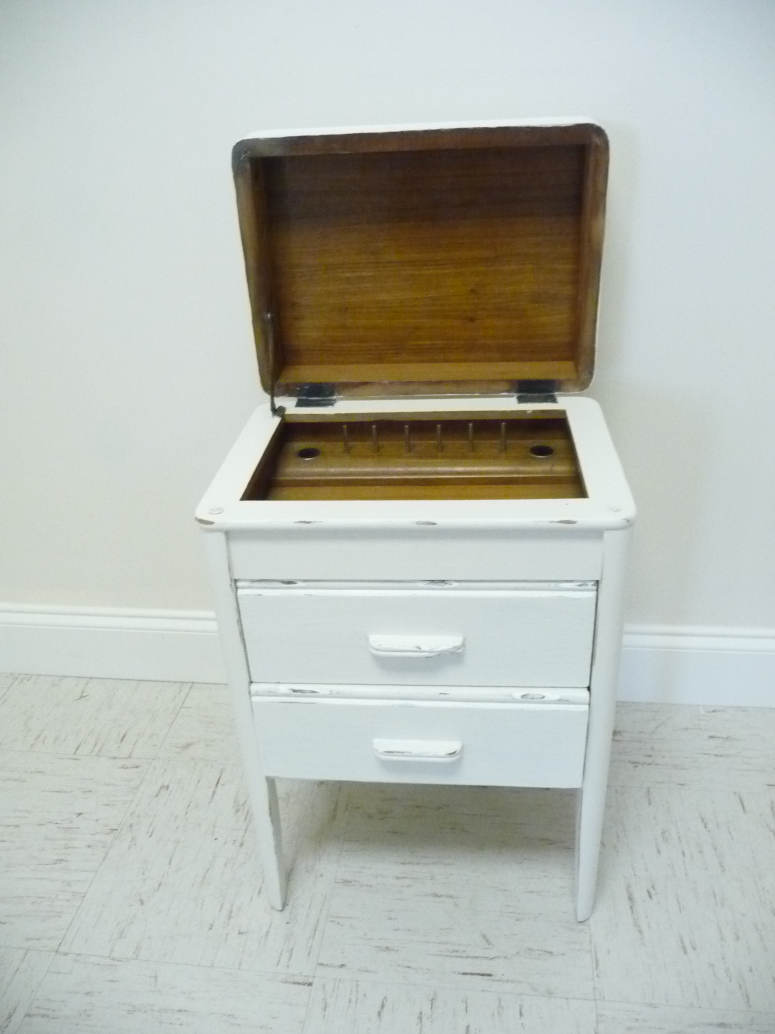 Antique White Fitted Sewing Cabinet Lift Top Side Table