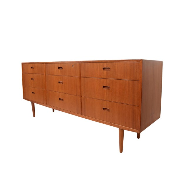 Falster Teak 9 drawer chest, Dresser, commonly attributed to Arne Vodder or Svend Madsen. Made in the 60s. Very nice wood...