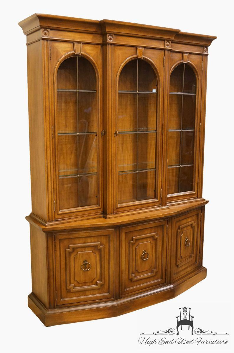 Italian Drexel Heritage Adano Collection Italian Neoclassical China Cabinet  For Sale   Image 3 Of 13
