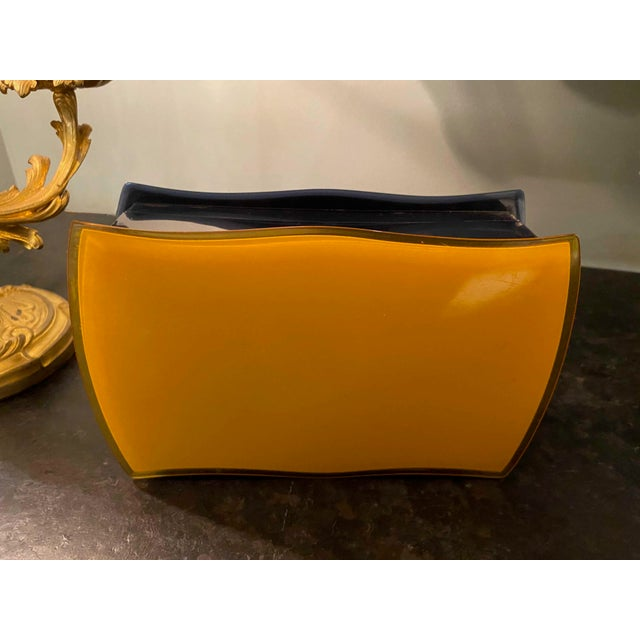 Mid 20th Century Mid 20th Century Navy Blue and Gold Bakelite Box For Sale - Image 5 of 7