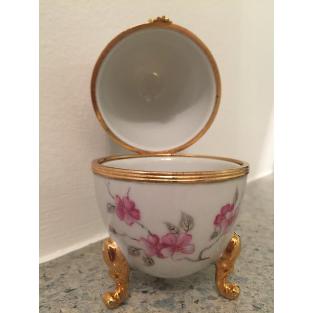 1980s 1980s French Pronvincial Limoges Trinket Egg Box For Sale - Image 5 of 8