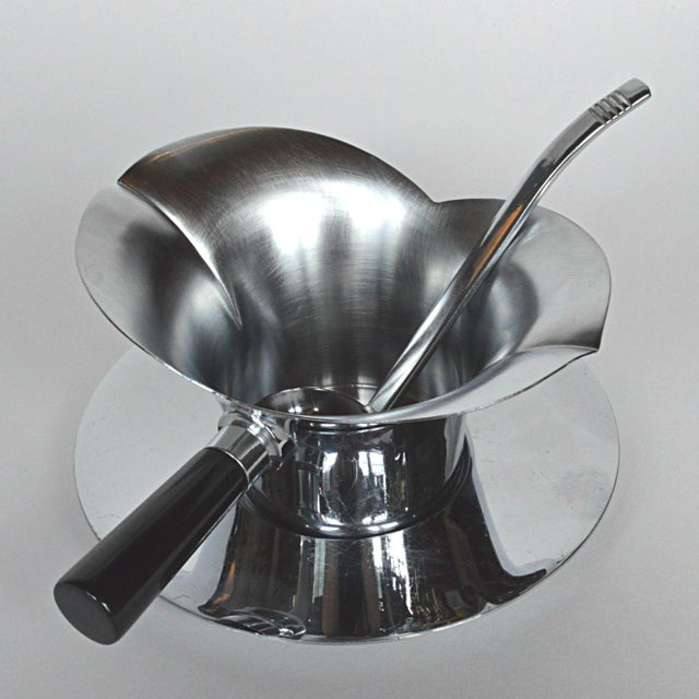 A great find, this Art Deco-style, 3-piece Chase gravy set is composed of both shiny and brushed chrome. Set includes...