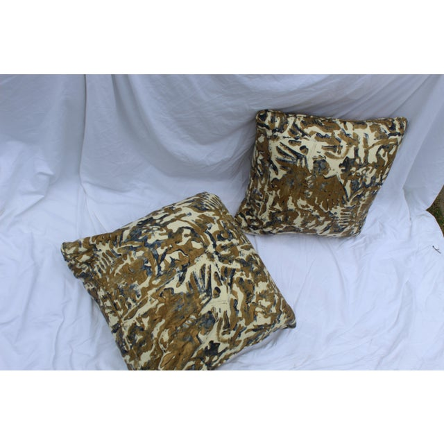 Early 21st Century Contemporary Printed Linen Navy Blue and Bronze Down Pillows - a Pair For Sale - Image 5 of 12